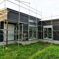 Youの自由な家プロジェクト!いすみ市『 岬町長者 Tさんの家 』。外部塗装完了、クロス工事順調進行中!です。