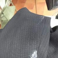 スーツに外壁の塗料がついたしみぬきです。