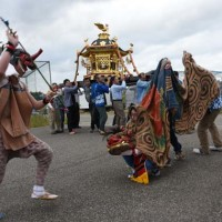 里に獅子舞う 秋の日曜日  四町のお祭り
