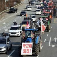 全国農民会総連盟(全農)所属の農業者たちが結成した「全ボン準闘争団」はトラクターと貨物トラックを動員