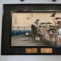 大磯駅構内に歌川広重の絵「大磯 虎ヶ雨」が設置された