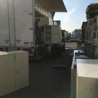 大阪無限堂オフィス部行 10トン車積み込み・・