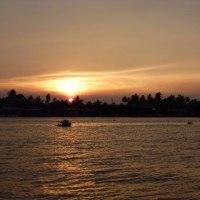 アンパワー近傍食堂にて見たメークロン川の夕日