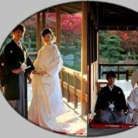 日本庭園の紅葉としあわせカップル
