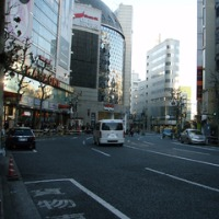 山手線渋谷駅(神南一丁目 電力館前の通り)