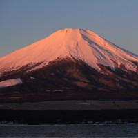 月と紅富士
