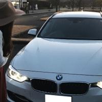 F31女子 BMWのイカリングの光の強さ