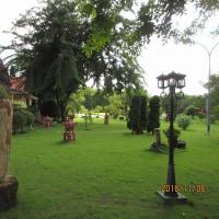 ミャンマ、ネピドー、Golden Guest Hotel 庭園