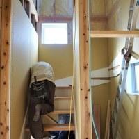 ちょっと良い貸家プロジェクト!『 岬町中原のリノべ風?な貸家 』。は順調進行中!階段造作&外壁工事に入ってます。