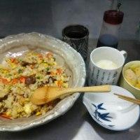ランチは焼き飯と白菜の漬物
