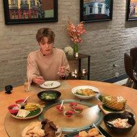 VLIVEではタイでの食事&ゲストさん。