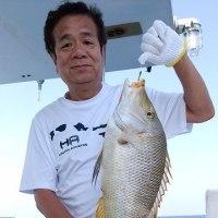 沖縄県乗り合いの遊漁船真生丸2名から出港