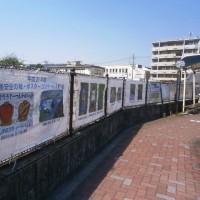 長岡京市役所前バス停前の交通安全の絵・ポスターコンクール入賞作品