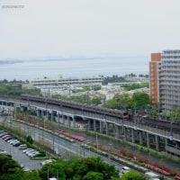 新浦安駅  朝の通勤電車