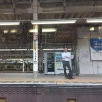 早朝の東京駅コンコース