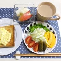 玉子マヨのっけトーストの朝ごはん