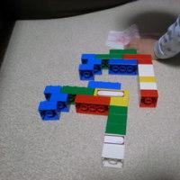 息子の組み立てるブロック芸術に感動