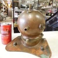 潜水夫の銅製ヘルメット・・・・・の模型。