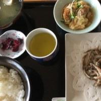10月25日の日替わり定食550円は キビナゴの唐揚げ です。