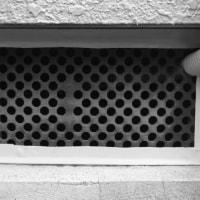 床下通気口の目を細かくします