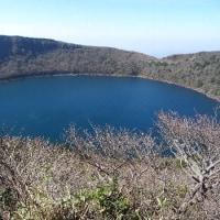 大浪池・韓国岳に登り、マンサクの花に出会う。