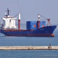 船は無許可の爆発物輸送のための拘留中のままである