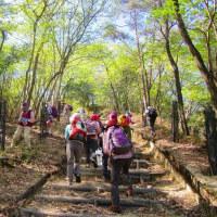 2 高陽山の会20周年記念桜へ給水  植樹に給水を