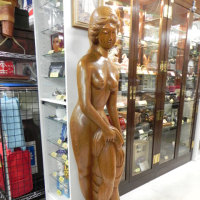 等身大?木彫りの裸婦像が入荷。