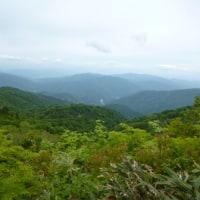 天生湿原と籾糠山。