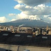 東京来ました。道中、富士山ど真ん中でUFOがお出迎えしてくれたよー^^