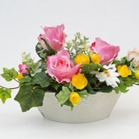 ピンクのバラがかわいい造花のアレンジメントです!