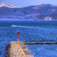 漁場に向かう船を眺める