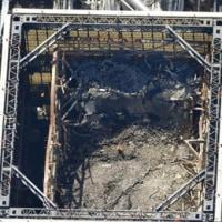 建屋カバー解体作業で屋根パネルが取り外された東京電力福島第1原発1号機 =5日午前、福島県大熊町