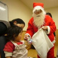 少し早いのですが・・・サンタのおじいさんがやってきました。