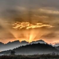 日の出を待つ……