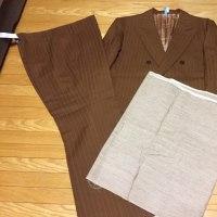 次は、カラシ色のスーツからトートバッグ製作します。