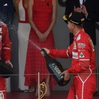 ベッテル、フェラーリF1のチームオーダー説を否定「ライコネンをオーバーカットできたことに驚いた」