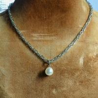 真珠のペンダント