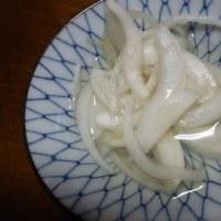 イワシの圧力釜で生姜煮、ホタルイカとわかめの酢味噌和え、昼はつけ丼
