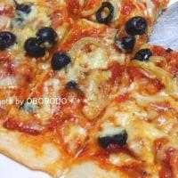 おうちピザ。適当にあるものをのせて