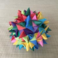 カラー紙テープで斜方立方八面体のフレーベルの星を折って(編んで)みました