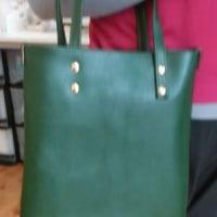 グリーンのバッグ
