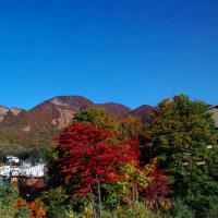 ☆蔵王温泉・瀧山の紅葉も見頃になってきました。