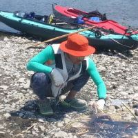 多摩川をカヌーで下り、カヌーで手長エビ釣り