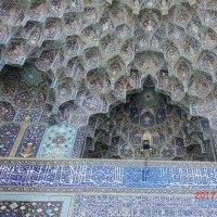 イスラム建築独特の≪蜂の巣状≫鍾乳石飾り