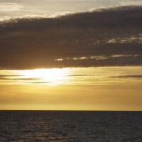 2016年小笠原村硫黄島慰霊墓参(367)小笠原丸で硫黄島を周回(78)硫黄島の雲と夕日
