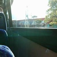 寒いね~~  早くバス来ないかな。北風吹いてます。