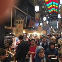 外国人観光客で溢れる京都・錦市場