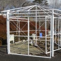 野外ステージの六角形のテント