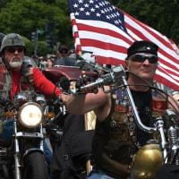 20万人のバイカーがワシントンに集結、トランプを守る!